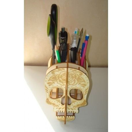 Range crayon tête de mort 1412